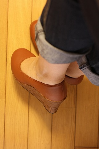 a-leigh closed toe synth wedge_7