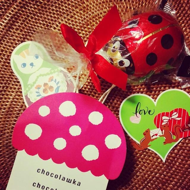 Happy Valentine!!!みんながそれぞれの事を想って自然と友チョコ交換会!私は手作りカードを持参で!いくつになってもこういうのっていいね!いつもありがとう!Merci beaucoup!amicalement… バレンタイン #友チョコ