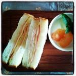 VIRONの食パン専門店「CENTRE THE BAKERY」 の角食パンでサンドイッチ!