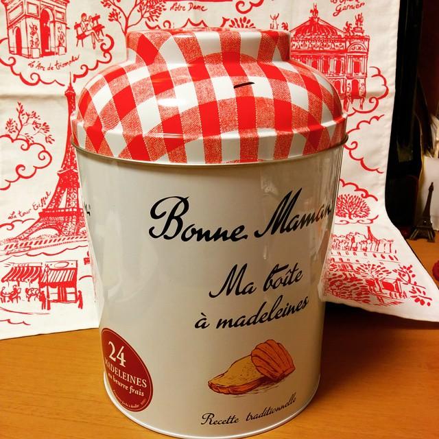 ボンヌママンの缶入りマドレーヌ